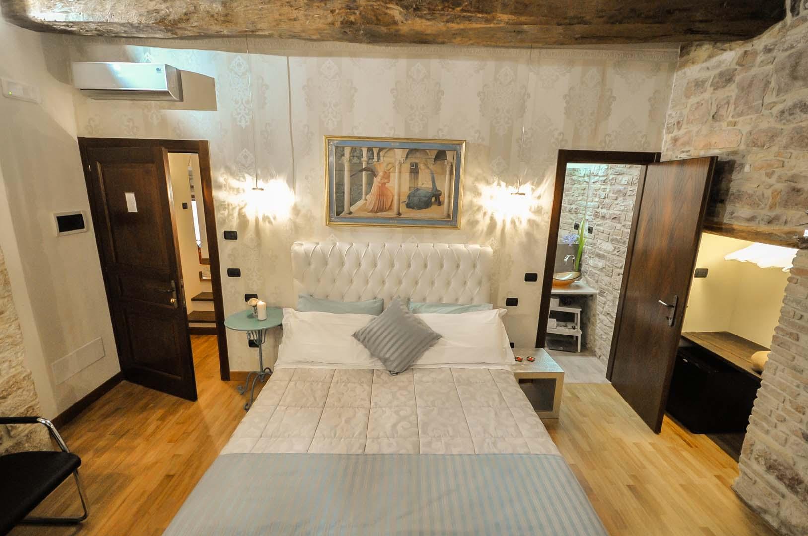 Room Deluxe 101